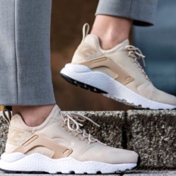 Nike Huarache women's shoes beige nude size 8